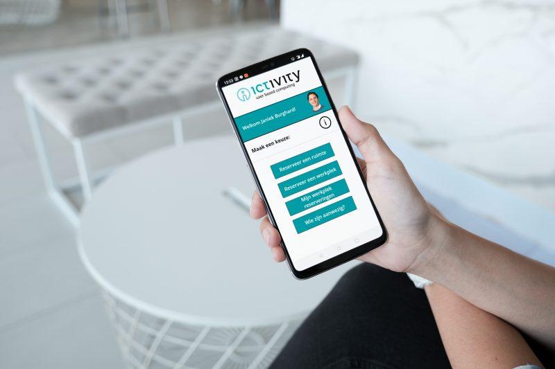 Een coronaproof werkplek reserveren met de Anderhalve meter App