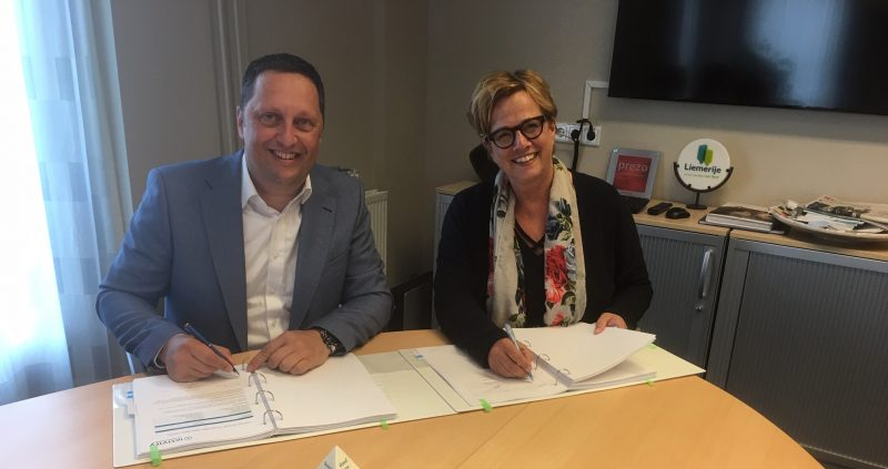 Ondertekening contract IT uitbesteding Liemerije
